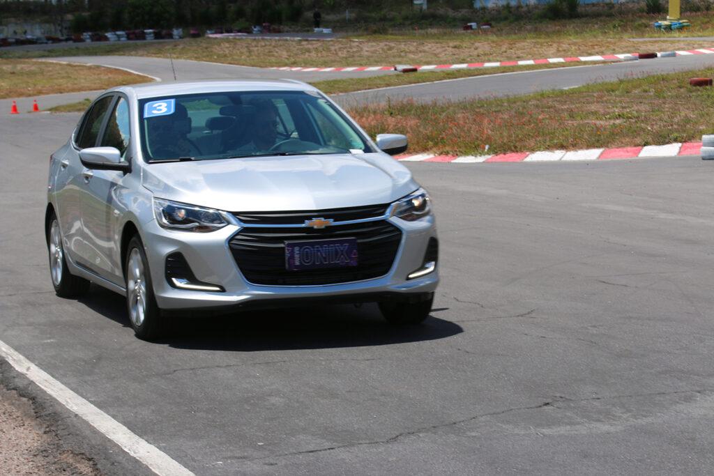 Chevrolet-onix-2