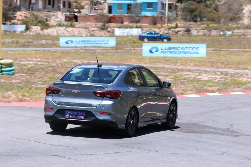Chevrolet-onix-3